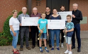 Die Retzer Bühne spendet insgesamt 1500 Euro an Vereine in der Region